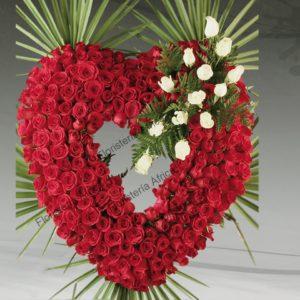 Corazón floral de rosas