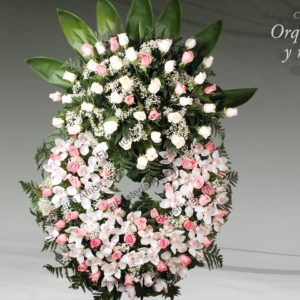 Corona floral funeraria con orquídeas y rosas