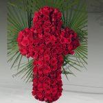 Cruz de rosas para tanatorios y cementerios